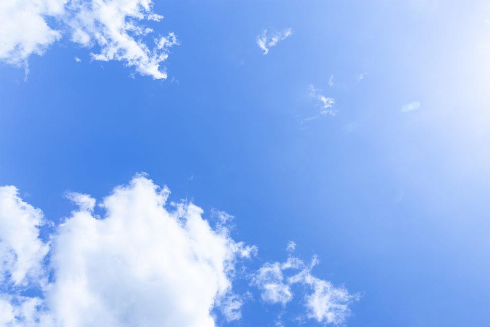 覆っていた雲がなくなり、晴天になるように。